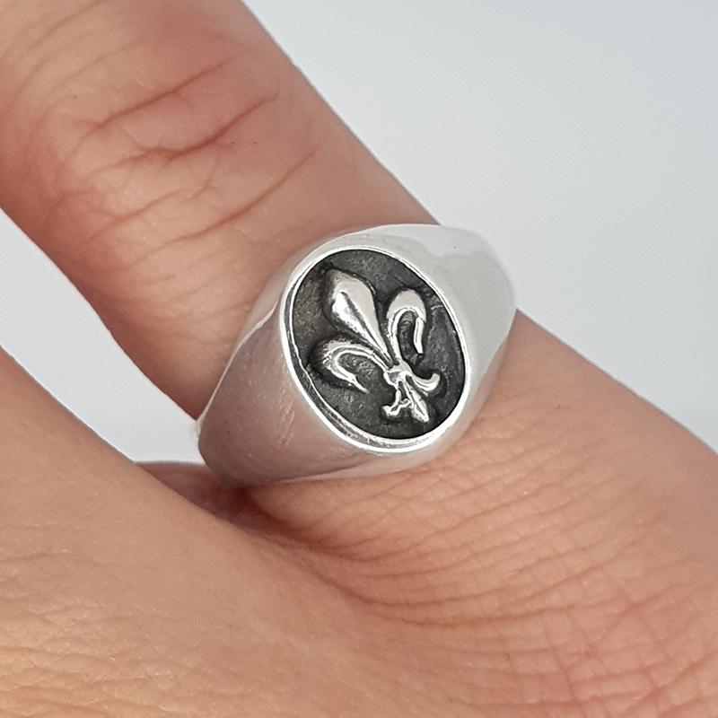 Fleur de Lis Signet Ring