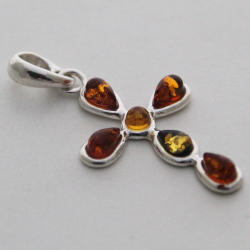 Ciondolo in argento con perle d'ambra incrociate