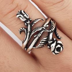 Lungo anello d'argento fiore